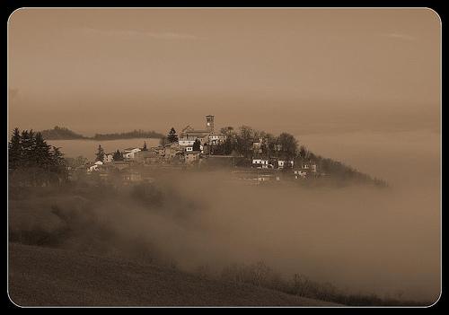 Nebbia by Rosso Giallo Bianco