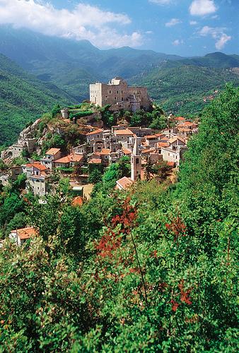 Castelvecchio di Rocca Barbena by Turismo in Liguria