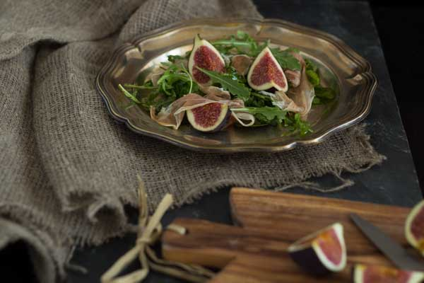Rocket, fig and prosciutto salad
