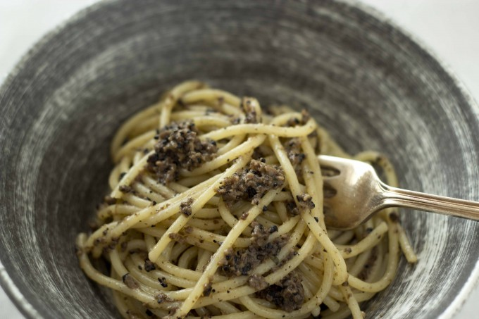 Spaghetti al tartufo di Norcia (spaghetti with black truffles, anchovies and olive oil)