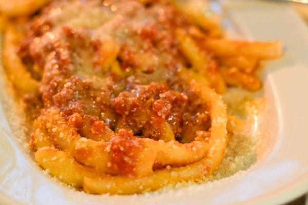 Maharrones de busa con pomodoro (fresh pasta with tomato sauce)