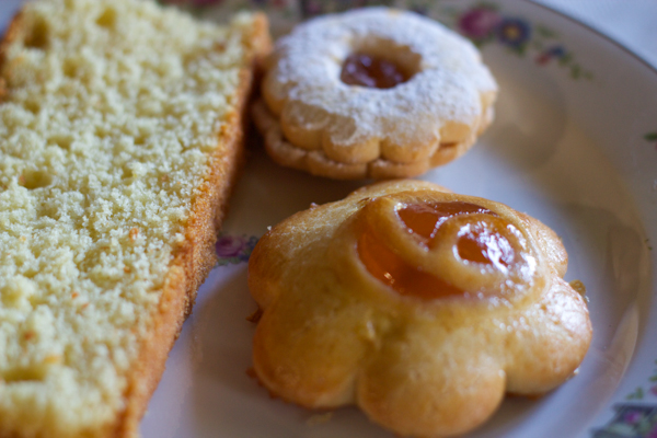 Casarecce (shortbread biscuits with apricot jam -front)