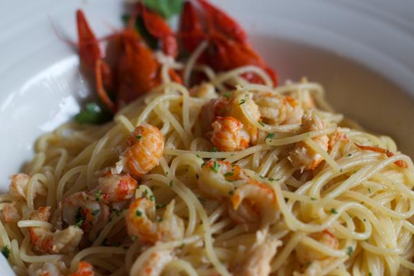 Spaghetti ai gamberi di lago (spaghetti with langoustines)