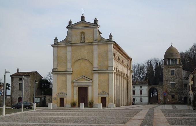 Piazza Castello, Solferino by Massimo Telò