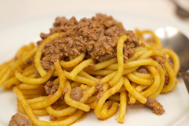 Bigoli con anitra (bigoli pasta with duck ragu)
