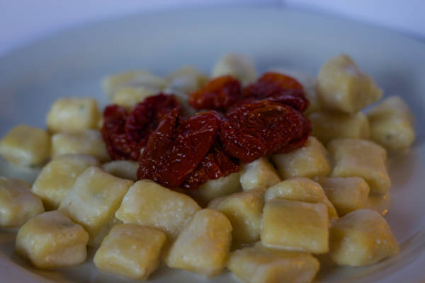 Gnocchi con crescenza e pomodori secchi (potato gnocchi with creamy crescenza cheese topped with sundried tomatoes)