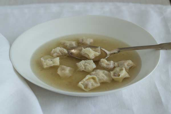 Cappelletti in brodo