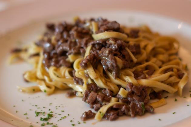 Tagliolini al ragu bianco al cervo (pasta with venison meat sauce)