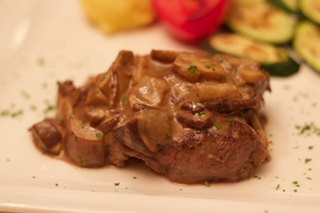 Filetto di manzo ai porcini (beef fillet with porcini mushrooms)
