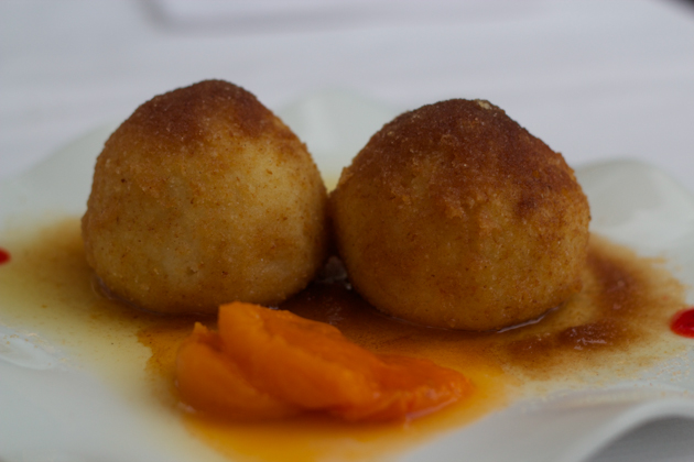 Canederli di albiccoca (dumpling filled with apricot)