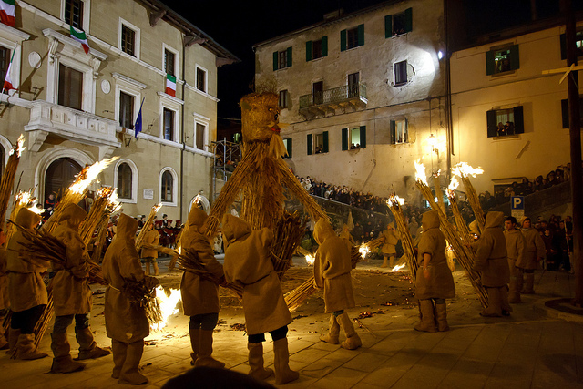 Bonfire on March 19th (Torciata di San Giuseppe) in Pitigliano, Toscana by Alberto Lauretti