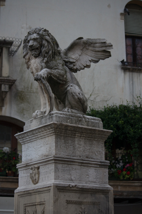 Fountain in the town square, Asolo