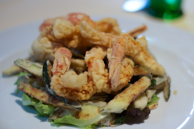 Moeche e melanzane viola da chiogga fritte (tempura fried aubergine and soft-shelled crabs)