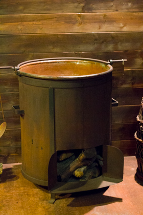The copper cooker for the grape must