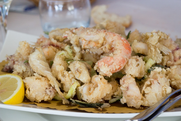 Il Molo's fritto misto (mixed deep-fried seafood)