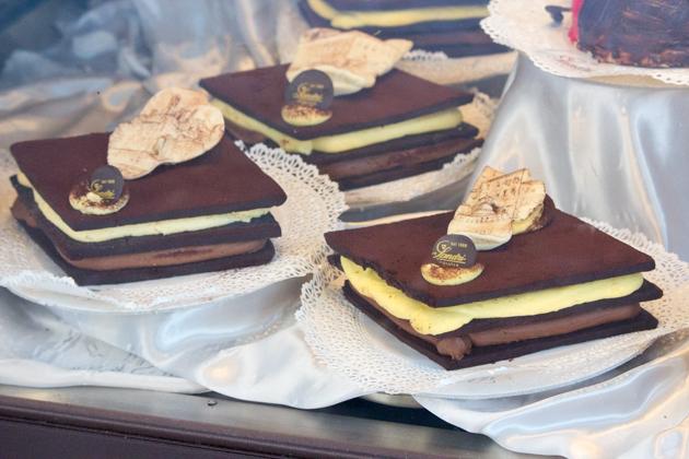 Antica Perugia (chocolate biscuits sandwiching milk and white chocolate creams)