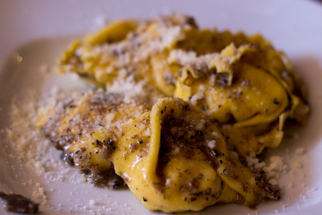 Tortelli con tartufo (stuffed pasta with black truffles)
