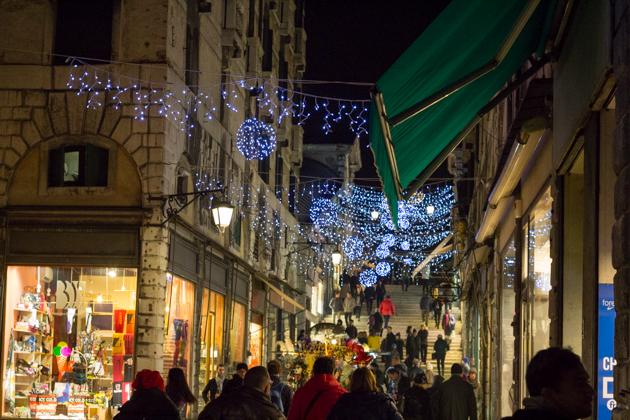 Atmospheric Christmas shopping
