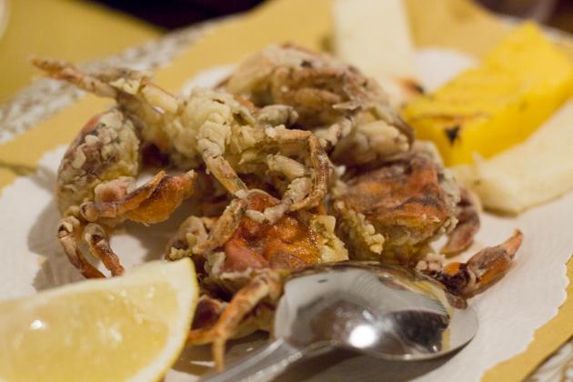 Moleche fritte (deep-fried soft shelled crabs)