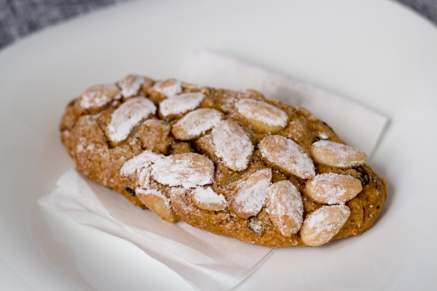 pane del doge (oblong biscuits flavoured with wine, almonds, raisins and pine nuts)