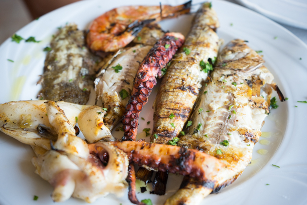 Griglia mista (mixed grill of prawns, cuttlefish, sole, octopus and sea bream)