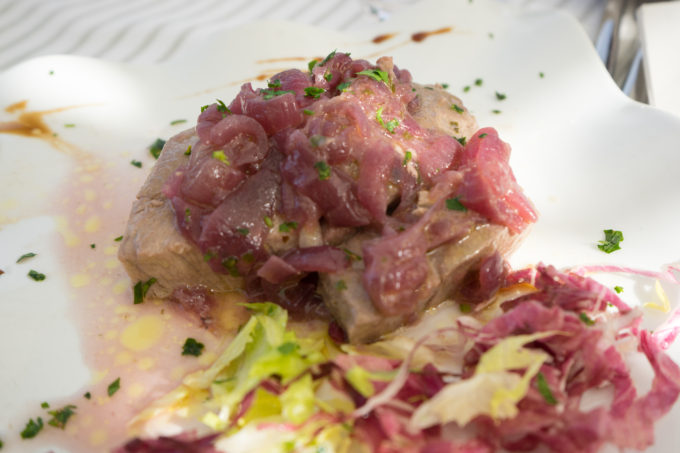 Tuna with sweet and sour Tropea onions