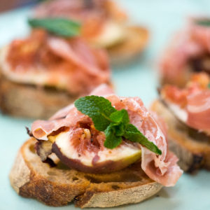 Fig and prosciutto crostini – the only solution for hot summer nights
