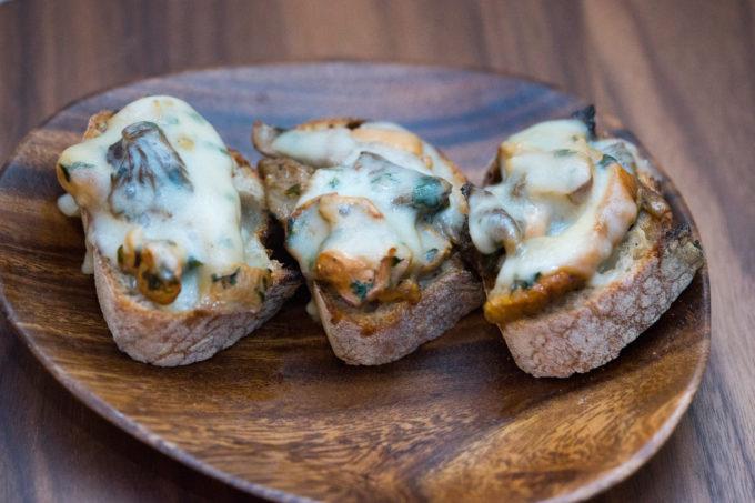 Crostoni ai funghi (mushroom toast)