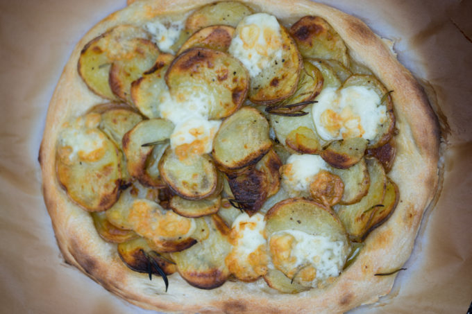 Pizza con patate e rosmarino (rosemary and potato pizza)