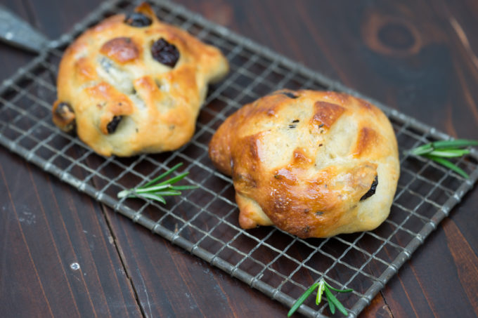Tuscan hot cross buns