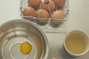 meimanrensheng.com how to cook- separating eggs step 7
