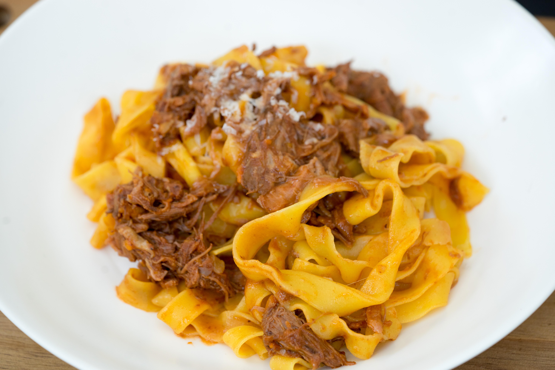 Ricetta Ragu Manzo.Pappardelle Con Ragu Di Costine Di Manzo Pappardelle With Beef Short Rib Ragu Living A Life In Colour