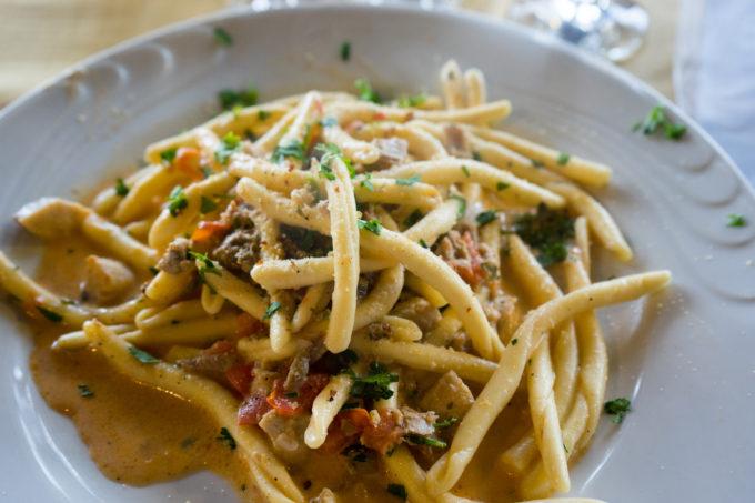 Fileja con ventresca di tonno, bottarga e pomodorini del Pendulo (fileja pasta with tuna, bottarga and tomatoes)